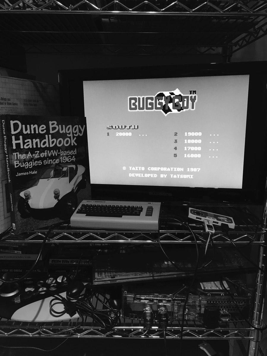 Probando el Buggy Boy en el C64 Mini