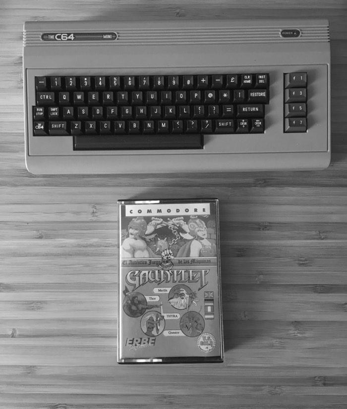 Probando el Gauntlet en un C64 Mini