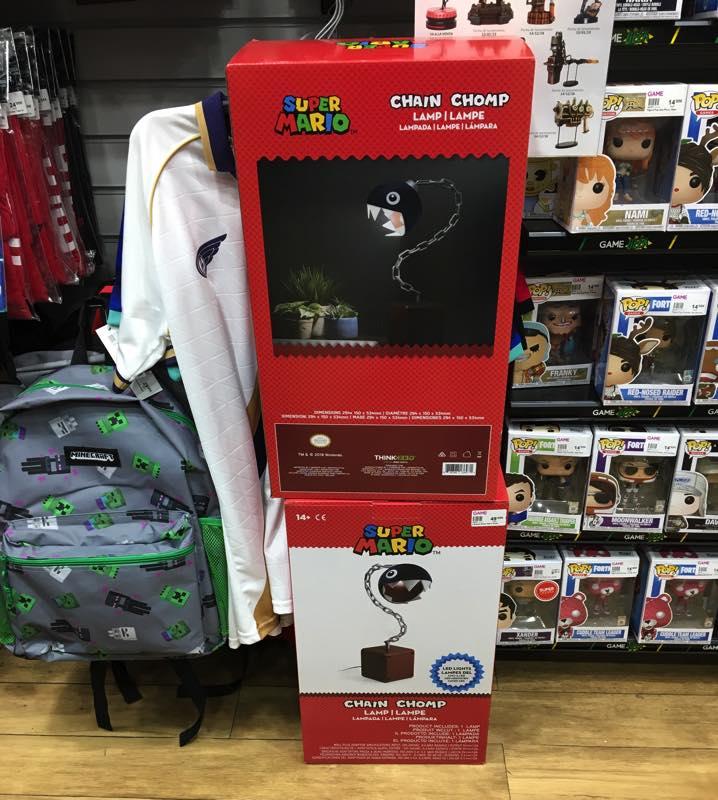 Lámpara Mario Bros en tienda GAME en España